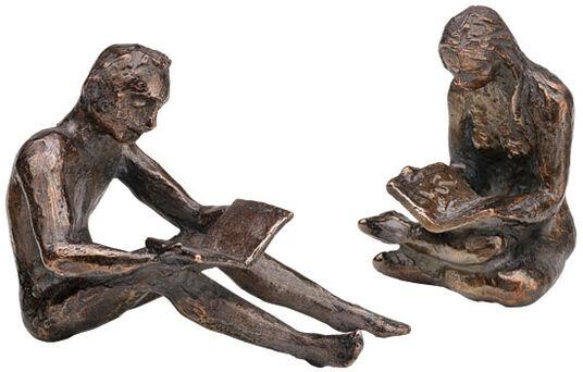 "Birgit Stauch: Skulpturenpaar ""Buchleser & Buchleserin"", Metallguss"