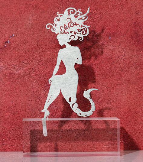 """DOS: Sternzeichen-Skulptur """"Skorpion"""" (24.10.-22.11.), Edelstahl auf Sockel"""