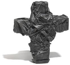 """Skulptur """"Nagelkreuz (dunkel)"""" (2017)"""