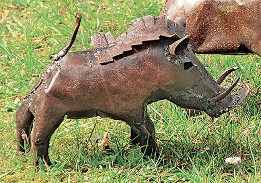 "Luwagala: Garden statue ""Warthog"" (small-sized version)"