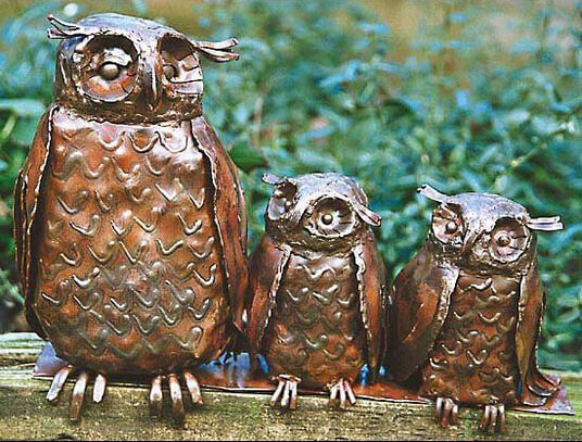 "Marcus Beitelhoff: Sculpture ""owl mother with boys"", copper"