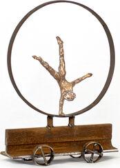 """Skulptur """"Frau im Rad, Rad schlagend"""" (2016)"""