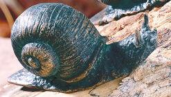 """Garden sculpture """"Small snail"""" bronze"""