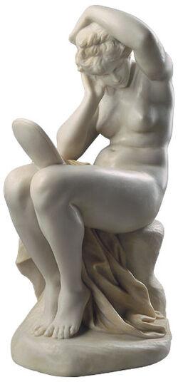 """Reinhold Begas: Skulptur """"Mädchen mit Spiegel"""" (um 1875), Version in Kunstmarmor"""