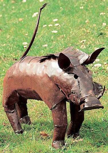 "Luwagala: Garden figure ""Warthog"" (large version)"