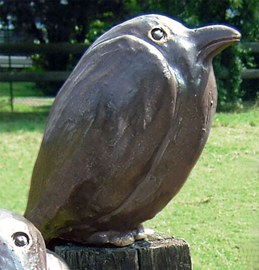 "Ursula Keusgen: Garden Sculpture ""Raven, Looking Straight Ahead"""
