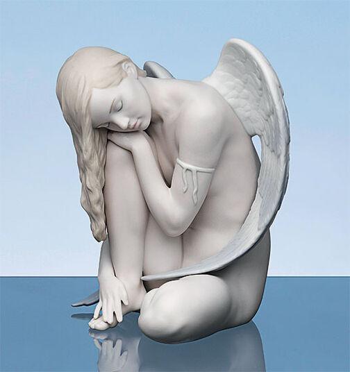 "Lladró: Porcelain figure ""Sitting Angel"", hand-painted"