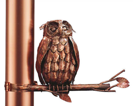 "Marcus Beitelhoff: Sculpture ""Eagle owl on a branch on the downpipe"", copper"