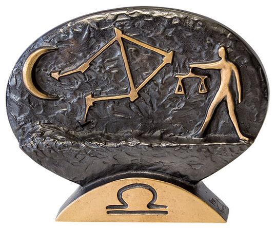 """Bernardo Esposto: Sternzeichen-Skulptur """"Waage"""" (24.9.-23.10.), Bronze"""