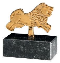 Schildschmuck mit Löwenmotiv, vergoldet