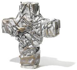 """Skulptur """"Nagelkreuz (hell)"""" (2017)"""