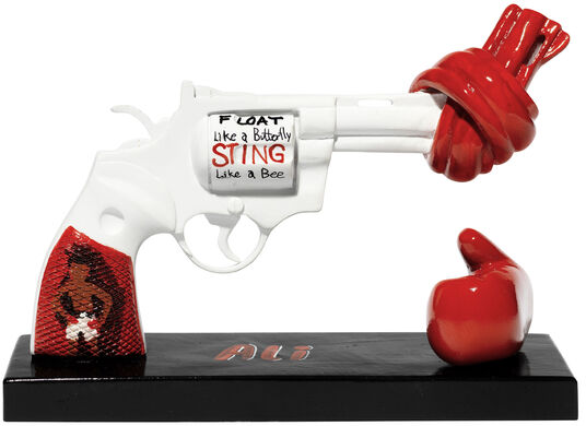 "Muhammad Ali: Skulptur Knotted Gun ""Punch for Peace"""