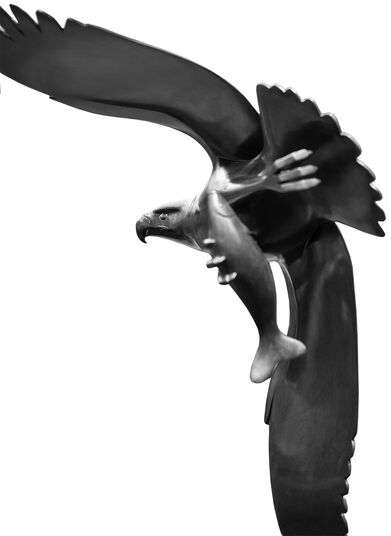 """Evert den Hartog: Skulptur """"Raubvogel mit Fisch Nr. 2"""", Bronze braun"""