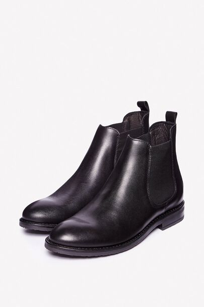LARVIN LEATHER CHELSEA BOOTS
