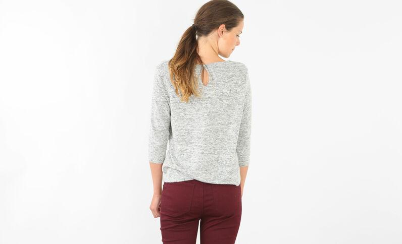 Weicher Pullover mit Schmuck Grau