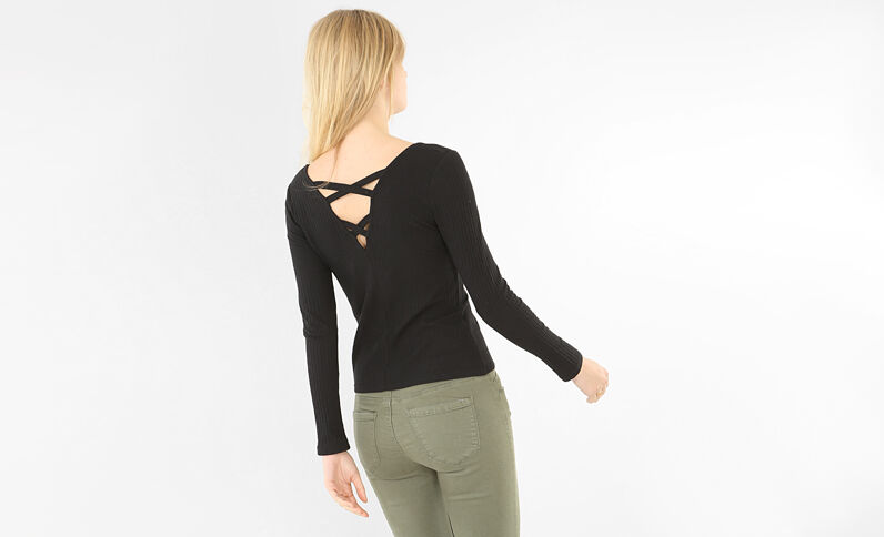 T-Shirt mit gekreuztem Rückenteil Schwarz