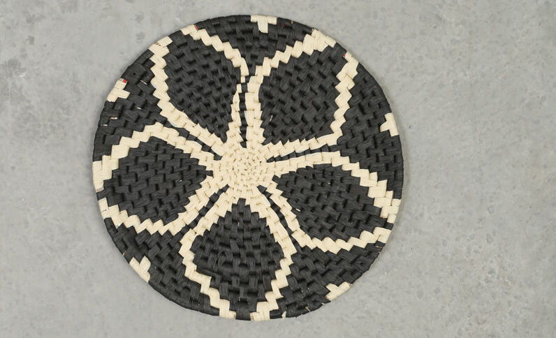 Korfje van papiertouw zwart