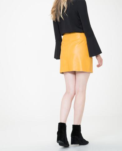 Falda de polipiel amarillo mostaza