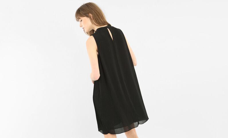 Robe en voile plissé noir