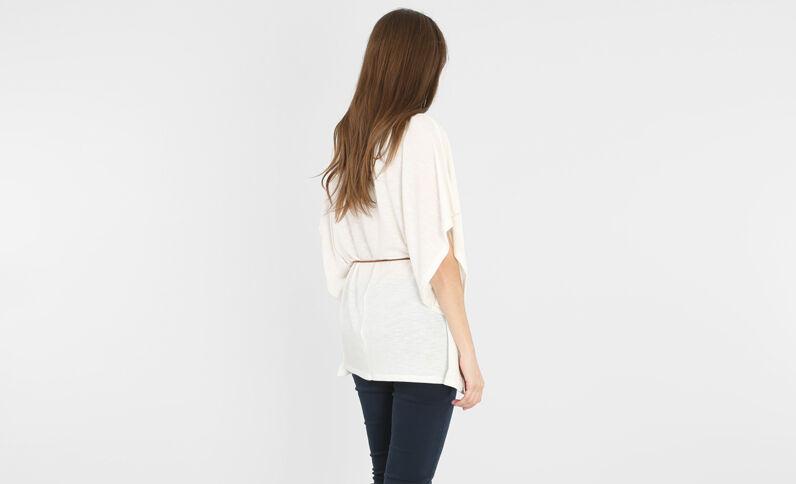 Camiseta holgada con cinturón marfil