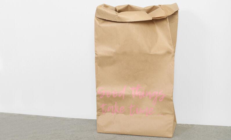 Grote papieren tas met opschrift bruin