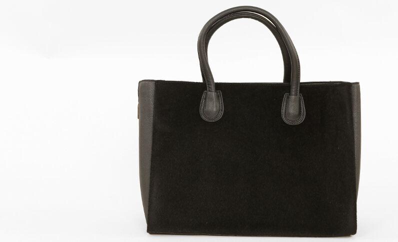 Einkaufstasche aus Fellimitat Schwarz