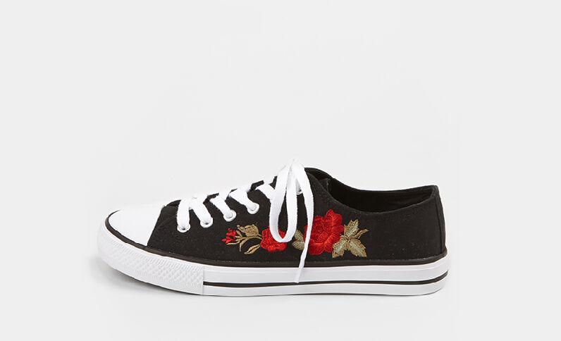 Zapatillas de tela bordadas negro