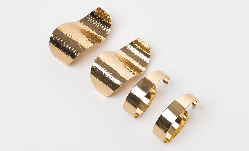 Set met 2 paar maxi oorbellen goudkleurig