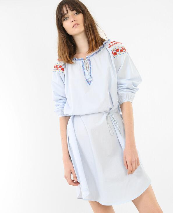 Besticktes Kleid im Folk-Stil Himmelblau