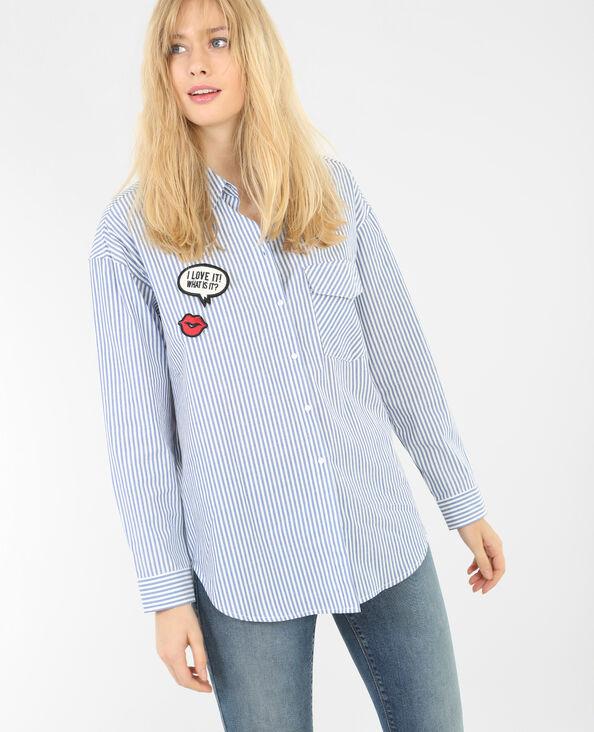Camisa a rayas con parches azul marino