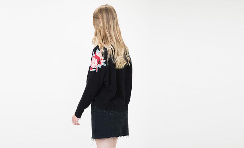 Pullover mit Stickerei Schwarz