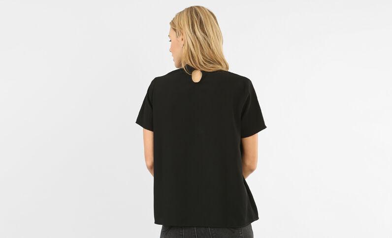 Blusa cuello choker negro