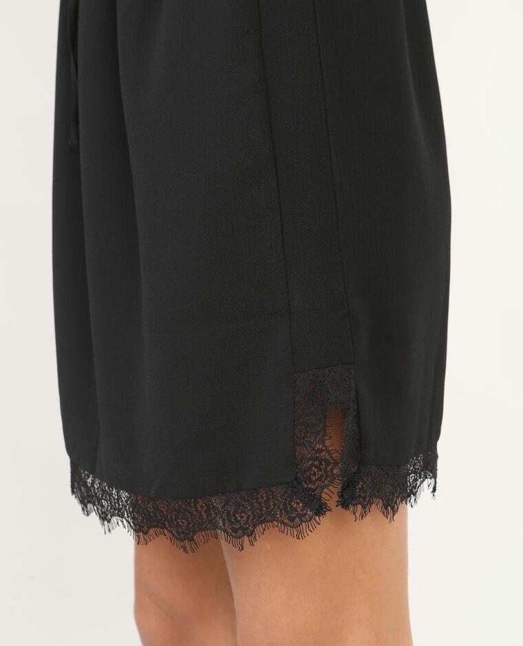 Falda vaporosa con encaje negro