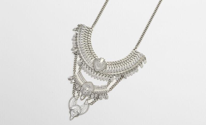 Plastron-Halskette in Metallic-Farbe Silberig