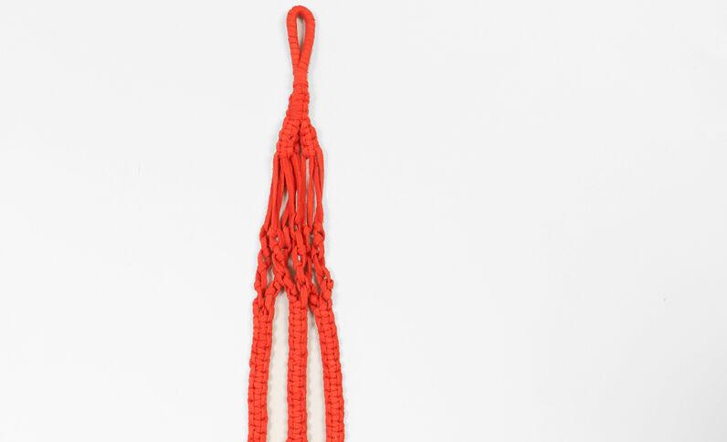 Hangertje van macramé rood
