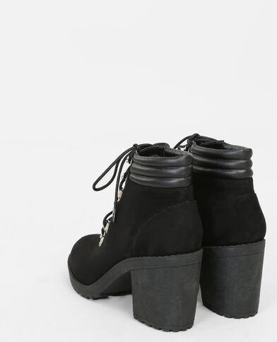 Botines con cordones negro