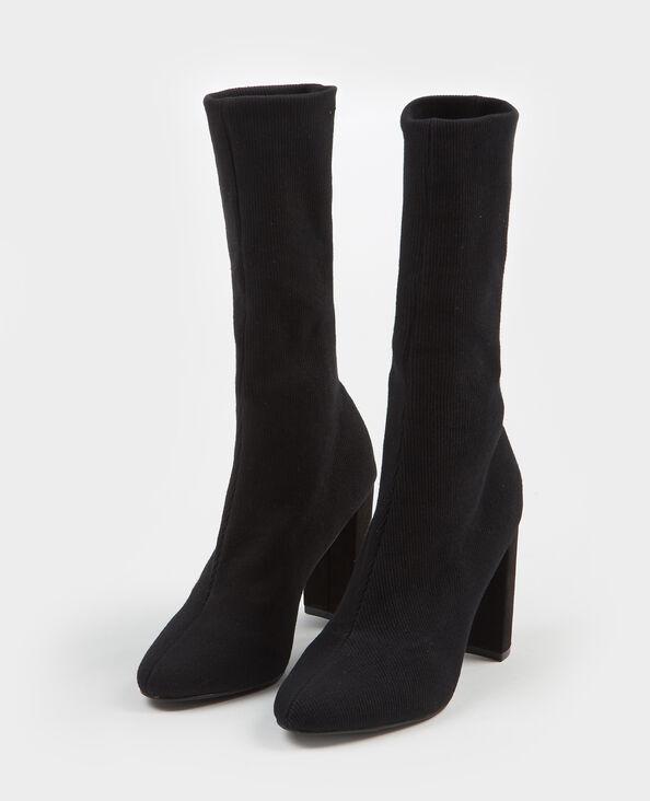 Botas con calcetines negro