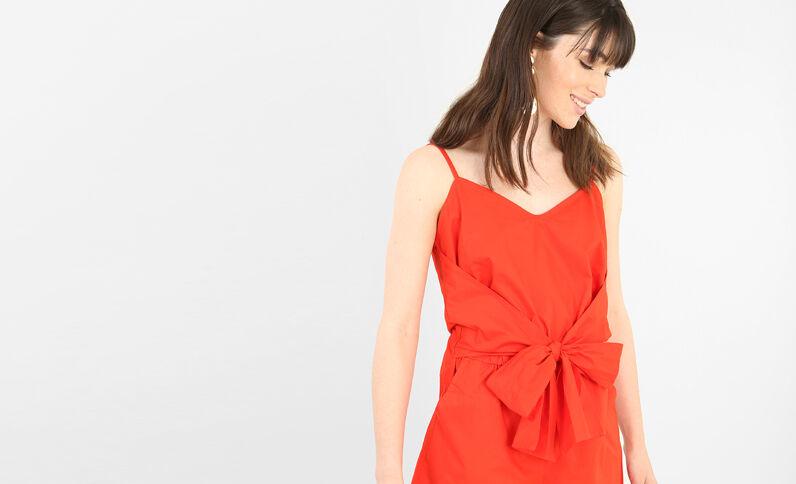 Combi short avec noeud rouge