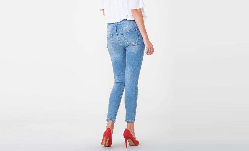 Jeans skinny bordados de tiro medio azul
