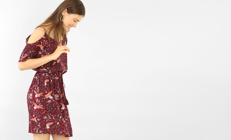 Schön fallendes Kleid mit Peekaboo-Ärmeln Bordeauxrot