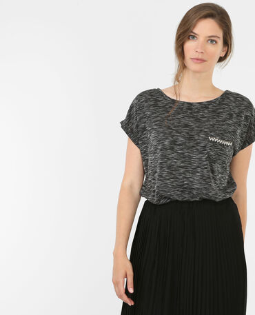 Camiseta con bisutería gris
