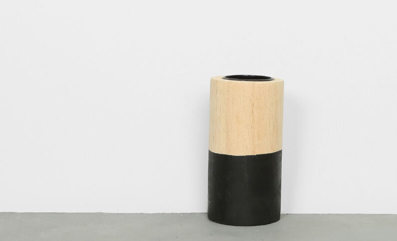 Candelero de madera negro