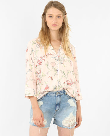Camisa tipo pijama floreada rosa maquillaje
