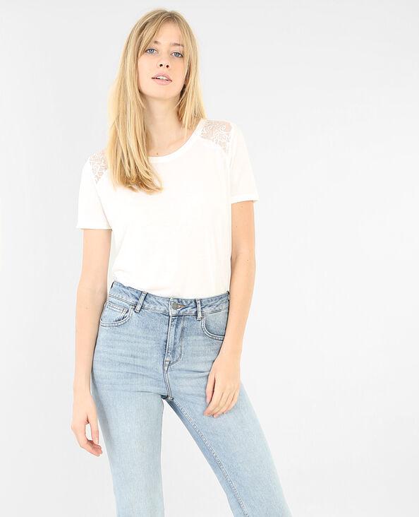 Einfaches T-Shirt mit Spitze Altweiß