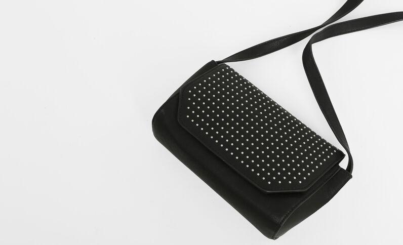 Bolso con tachuelas negro