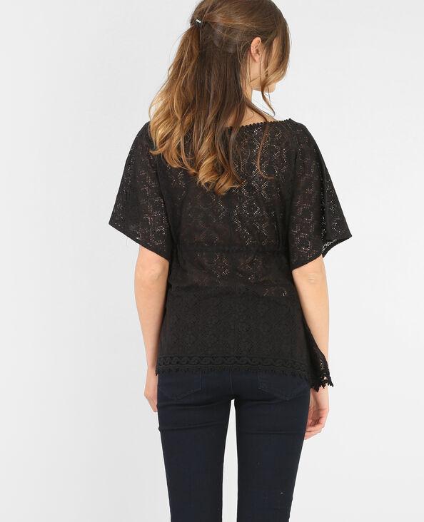 Camiseta macramé con cinturón negro