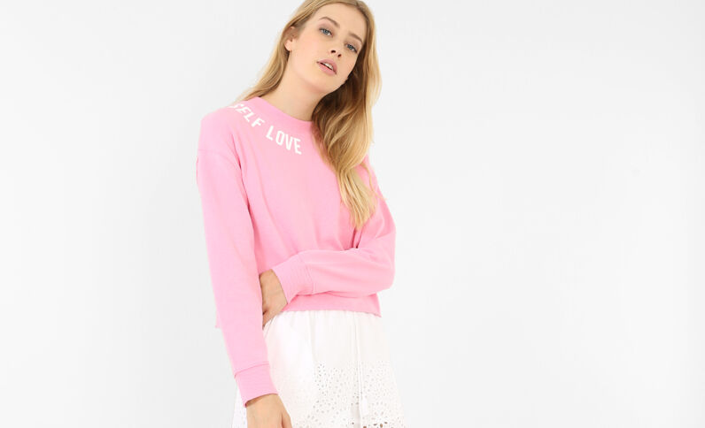 Sweat cropped à message rose