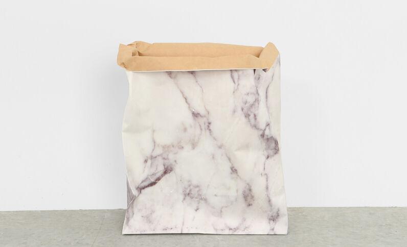 Papieren tas met marmerprint gebroken wit