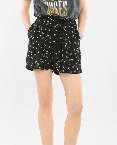 Shorts vaporosos con cinturón negro