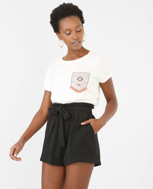 T-shirt con tasca ricamata bianco sporco